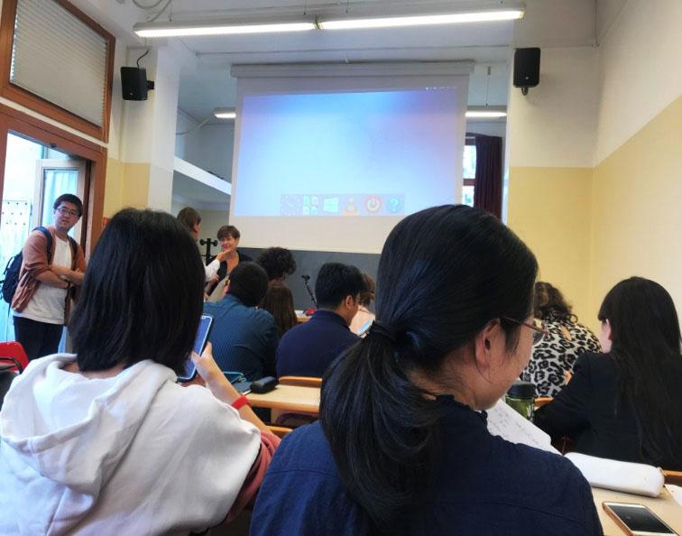 授業が始まる前の様子